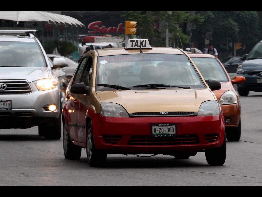 Revista vehicular 2015 para taxis en el DF costará mil 168 pesos