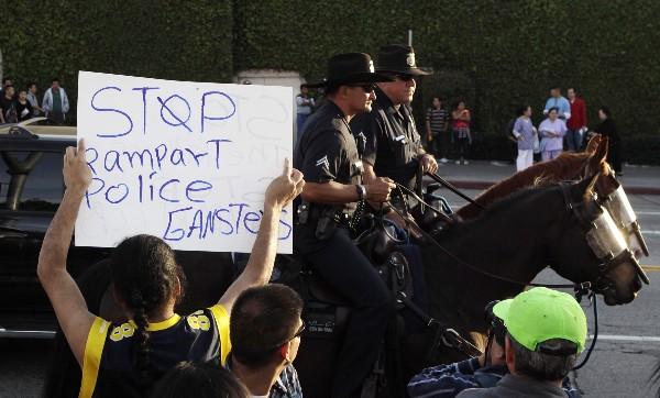policía montada estados unidos manifestación