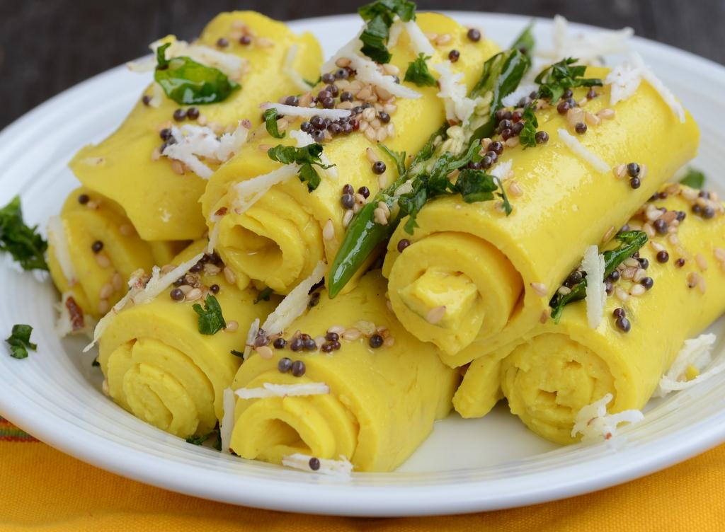 Recipe gujarati khandvi girls glamour gujarati kitchen family recipes for forumfinder Images