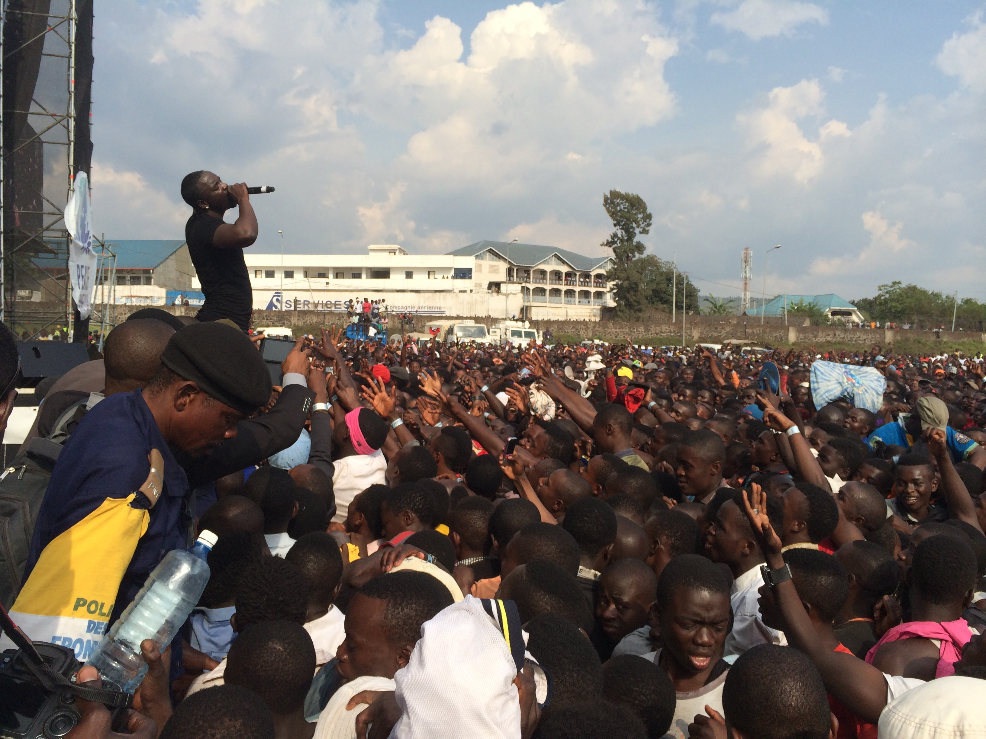 This is What Happened When Akon Headlined the Peace One