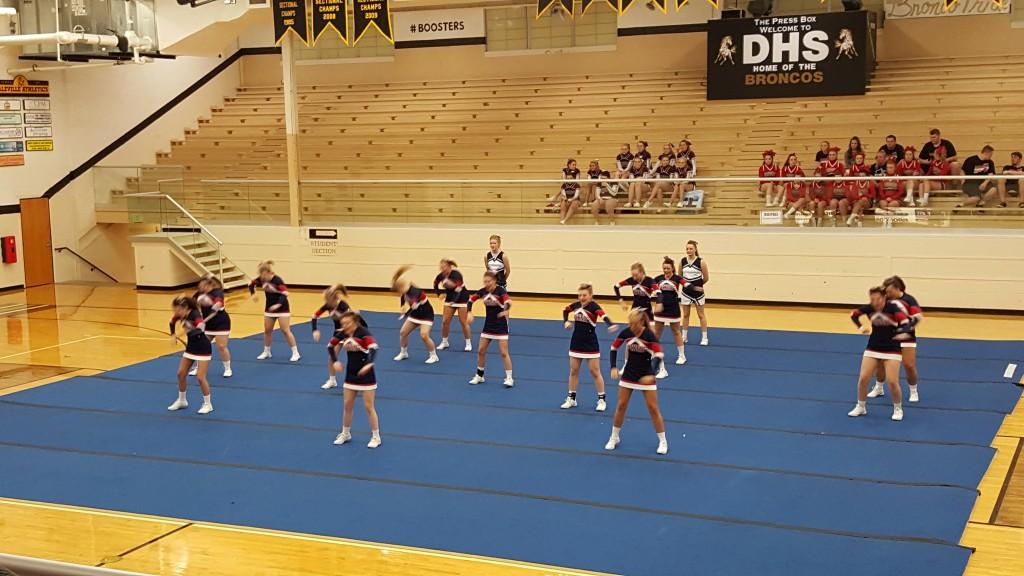 High School Varsity Cheerleaders Girls-8366