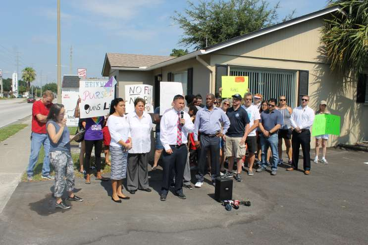 State Sen. Darren Soto (D) talks outside Sen. Andy Gardiner's office in Orlando. Photo: Matthew Peddie, WMFE