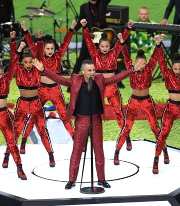 Robbie Williams cautivó durante la inauguración de la CopaMundial