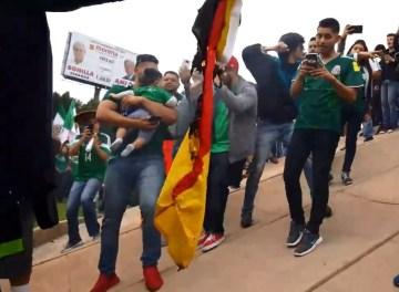 afición mexicana profana bandera