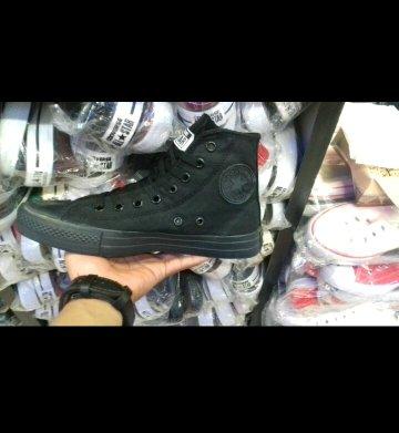 Sepatu converse full black high