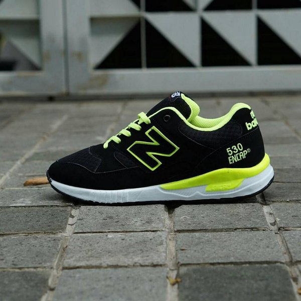 competitive price 2fec8 c1dab FLASH SALE Sepatu Lari Wanita New Balance Hitam - Running Shoes Women