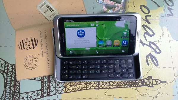 Nokia e7-00 communicator