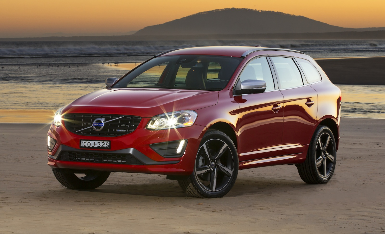 21 Car Wallpaper Volvo Xc60 Pricing And Specifications Photos Caradvice