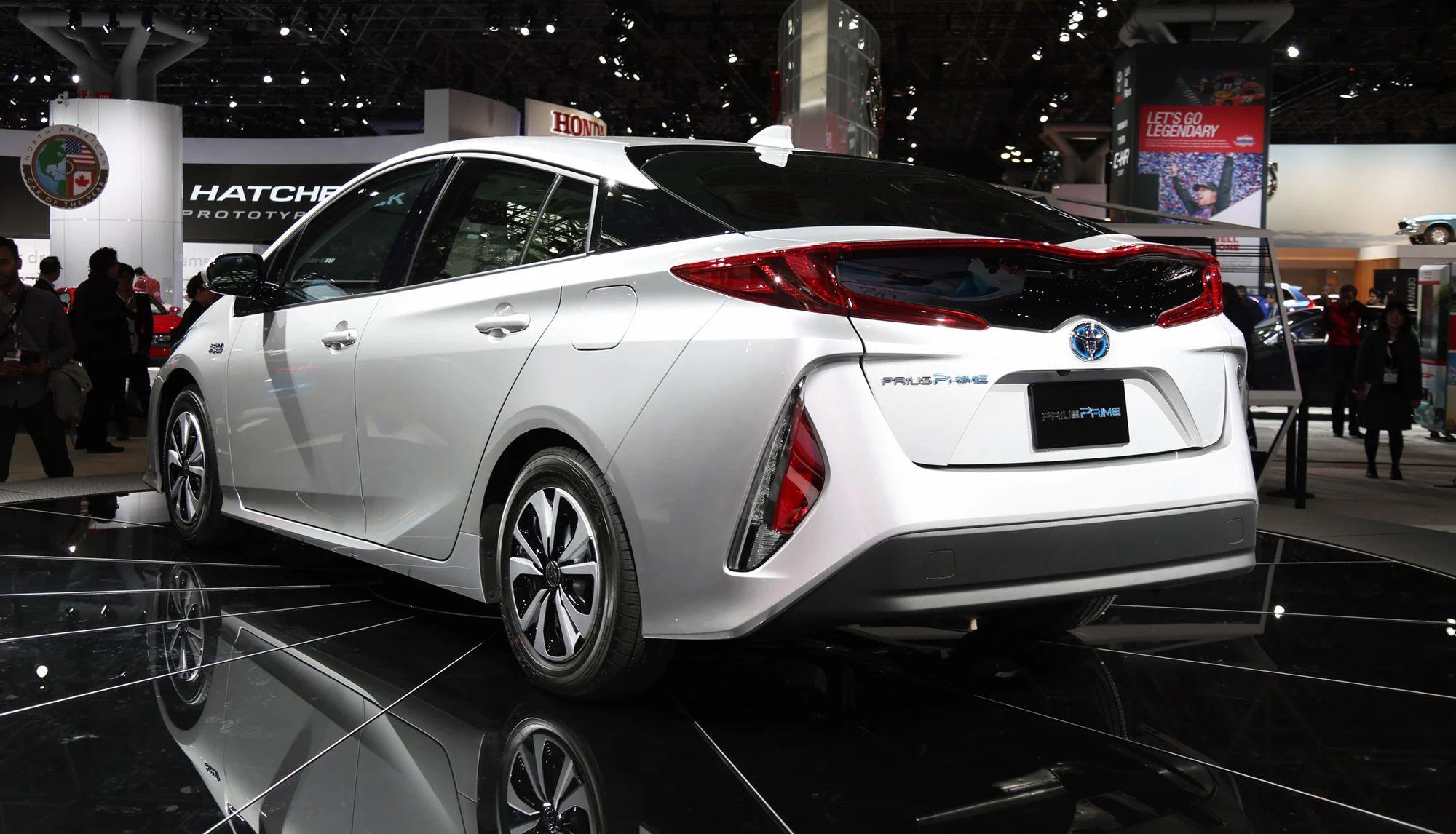 2017 toyota prius prime plug in hybrid model revealed at new york auto show