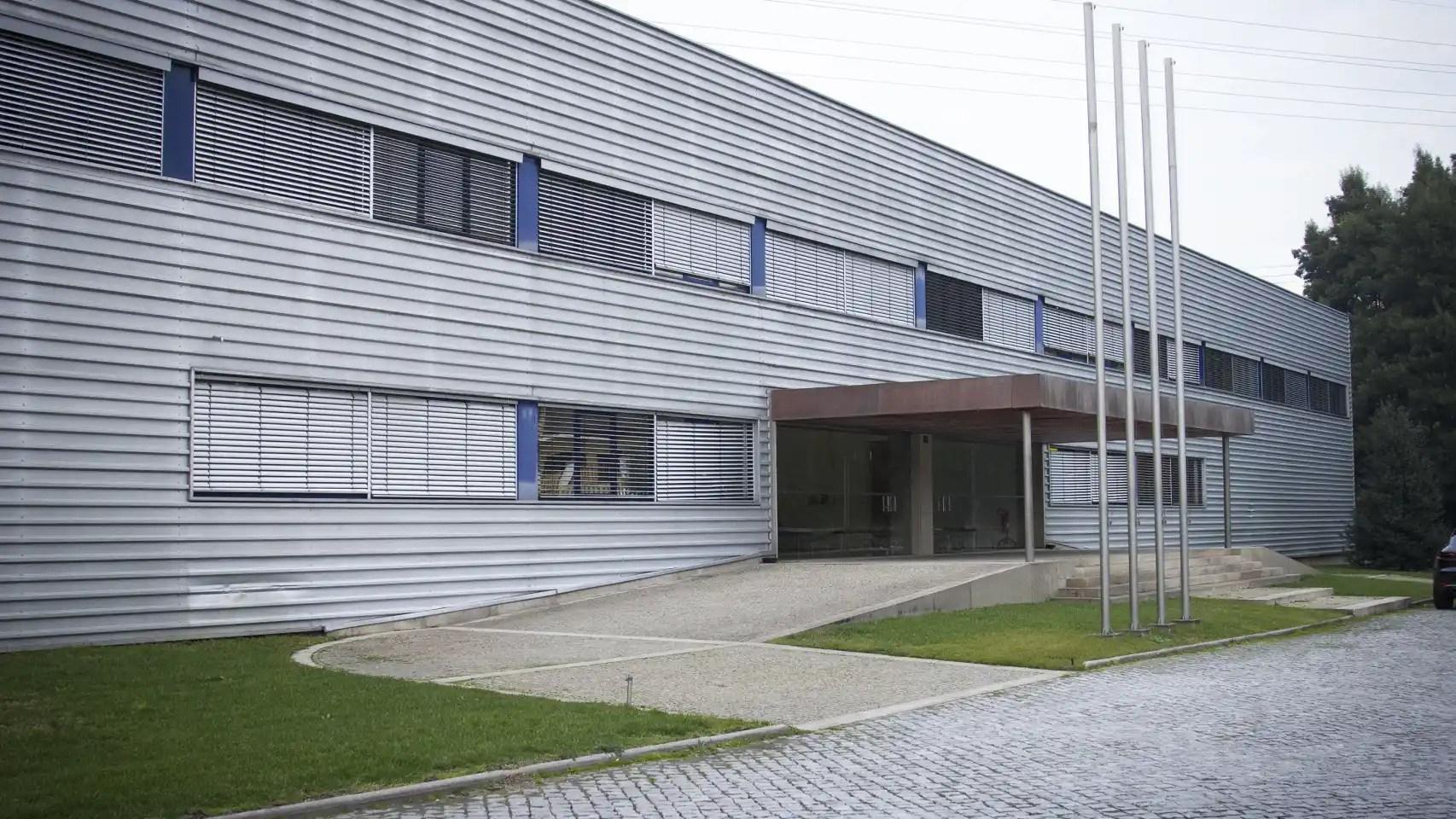Entrada de la fábrica de Crispim Abreu en Serzedelo, Guimarães.