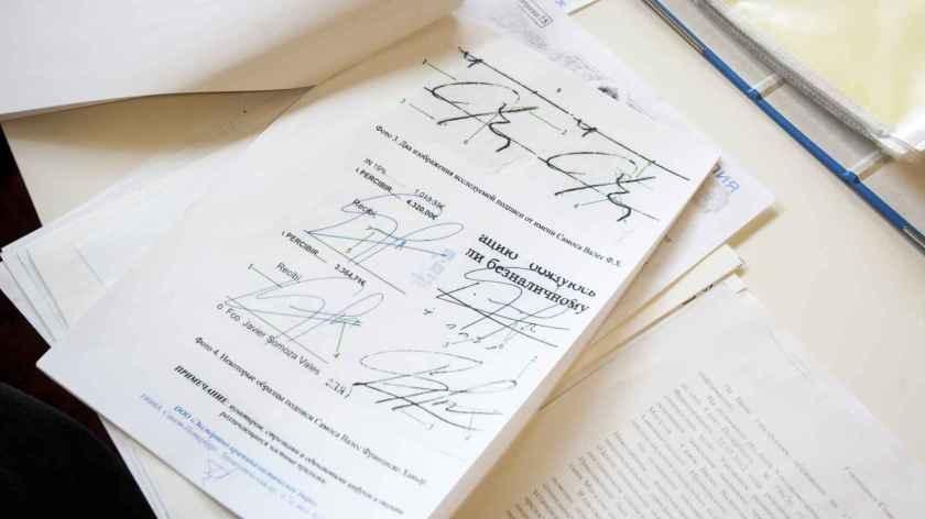 Estudio grafológico que una juez le impidió presentar a Javier y que habría demostrado que él no autorizó la inseminación de su exmujer.