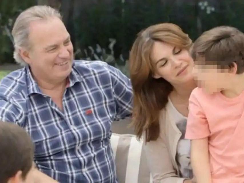 Bertín y Fabiola han empleado el método Doman (rechazado por la comunidad médica) para que su hijo Kike, con parálisis cerebral, mejorase.