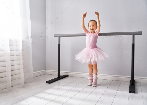 girl is studying ballet