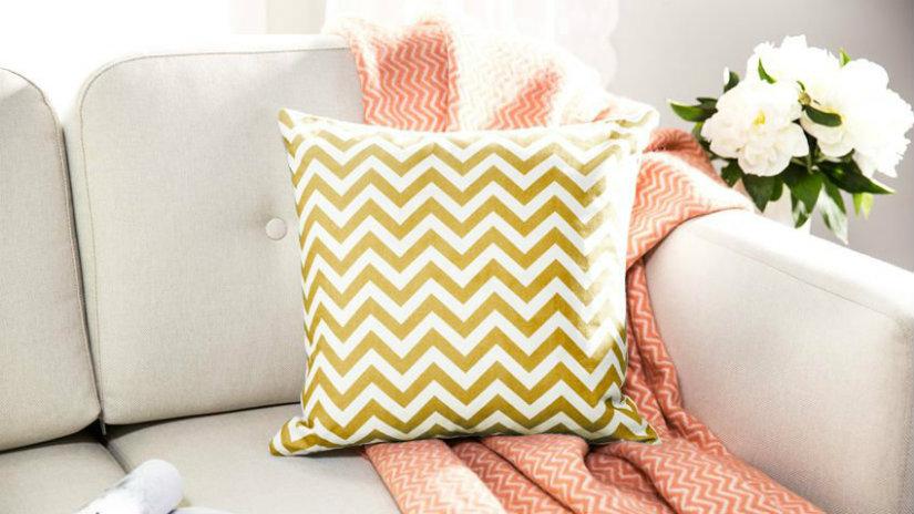 Cuscini gialli prodotti per larredamento della casa