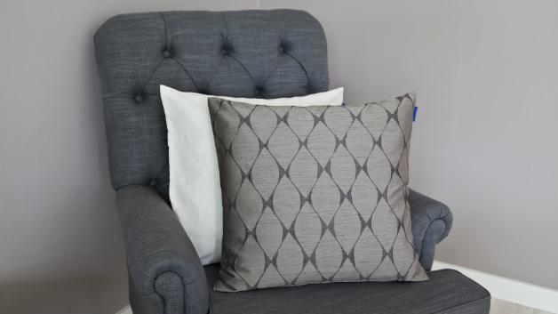 Cuscini grigi fascino sobrio per il tuo divano  Dalani e
