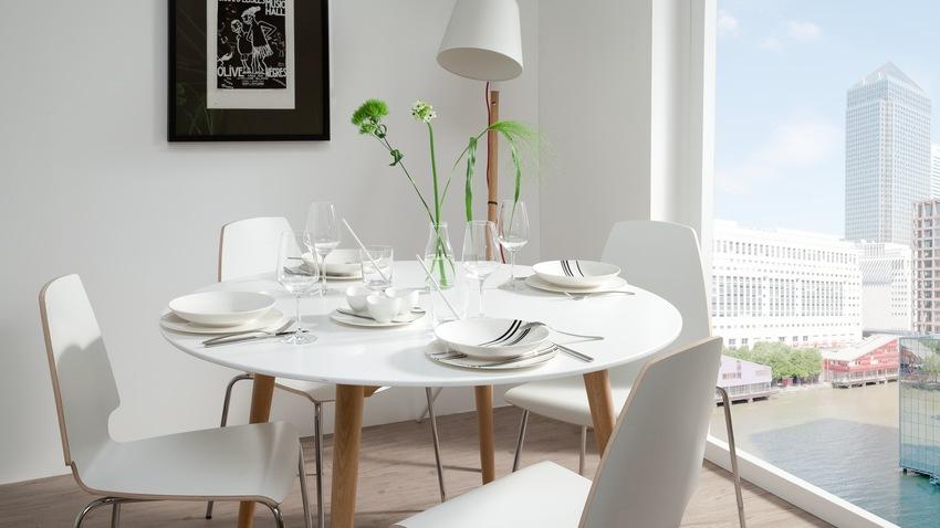 Kleine of smalle kamer Ga voor een ronde eettafel  Westwing