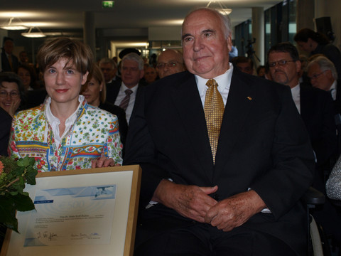 Kohl confesses to euros undemocratic beginnings