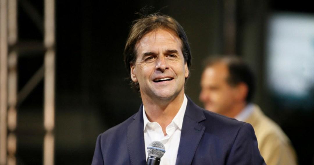 """Luis Lacalle Pou de Canal 12: """"Está de locos: La nueva entrevista de finanzas con Diego Forlán podría hacer ricos a los Uruguayos."""""""