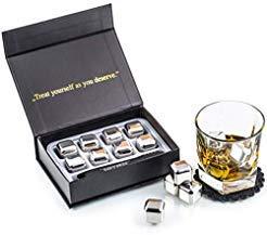 Esclusivo Whisky Stones Set di Regalo in Acciaio Inox - Cubetti di Ghiaccio per il Whiskey Riutilizzabili - Set di Pietre da Whisky - Cubetti Refrigeranti con Sottobicchieri + Pinze by Amerigo - 1