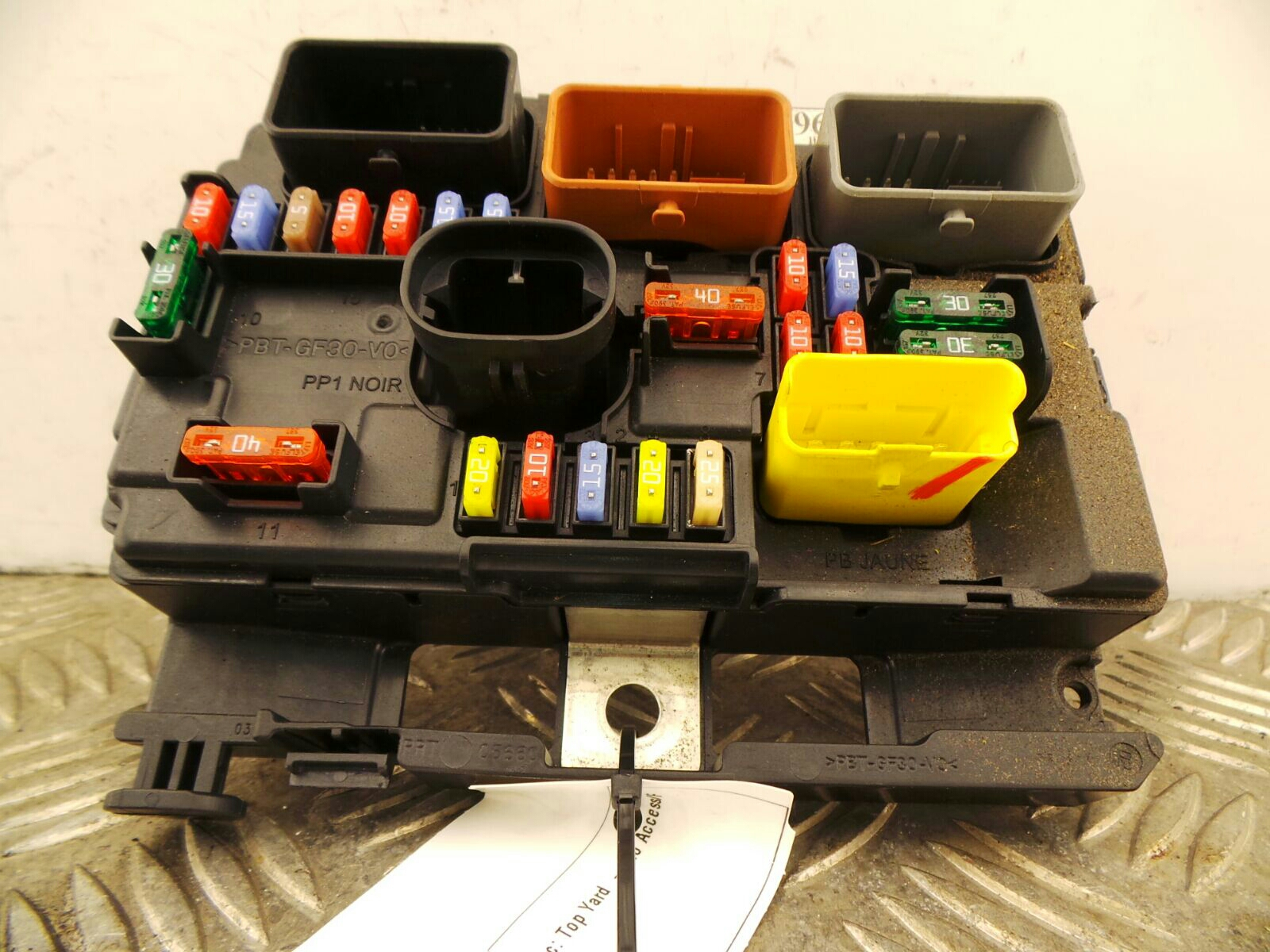 hight resolution of citroen c3 picasso 2009 to 2012 exclusive hdi fuse box