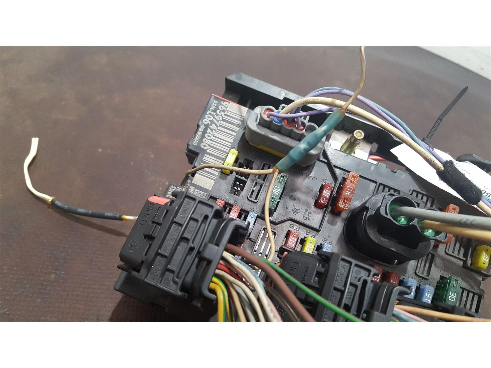 hight resolution of peugeot 307 2001 to 2005 s fuse and relay box 1 used and spare parts at