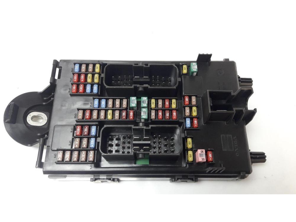 medium resolution of volvo xc90 2014 on fuse relay board warranty 7407769
