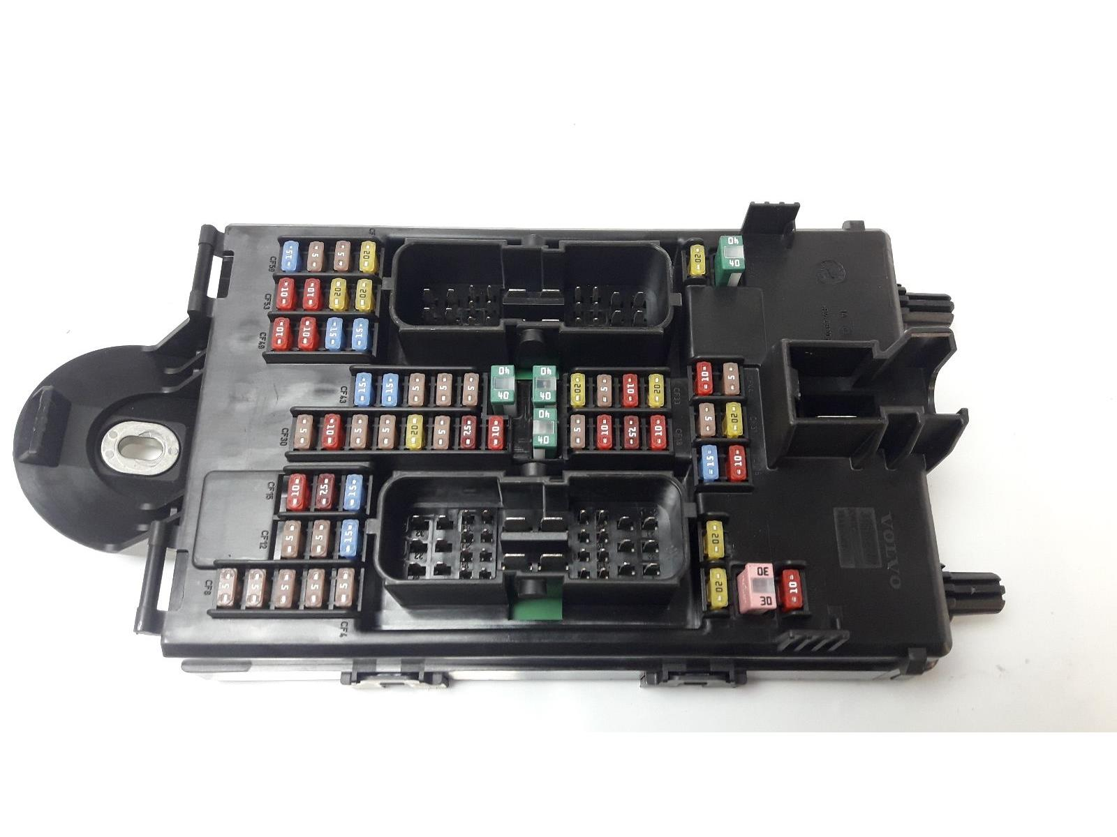 hight resolution of volvo xc90 2014 on fuse relay board warranty 7407769