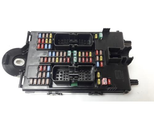 small resolution of volvo xc90 2014 on fuse relay board warranty 7407769