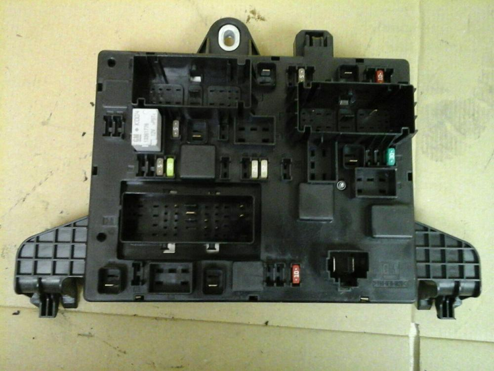 medium resolution of vauxhall astra j mk6 rec rear fuse box 2010 2015 13368651 ident uj