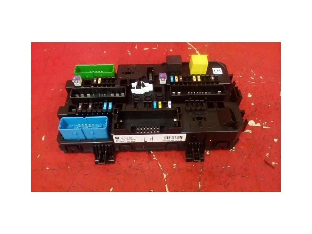 medium resolution of vauxhall astra mk5 h zafira b rear electric control rec fuse box lh 04 10