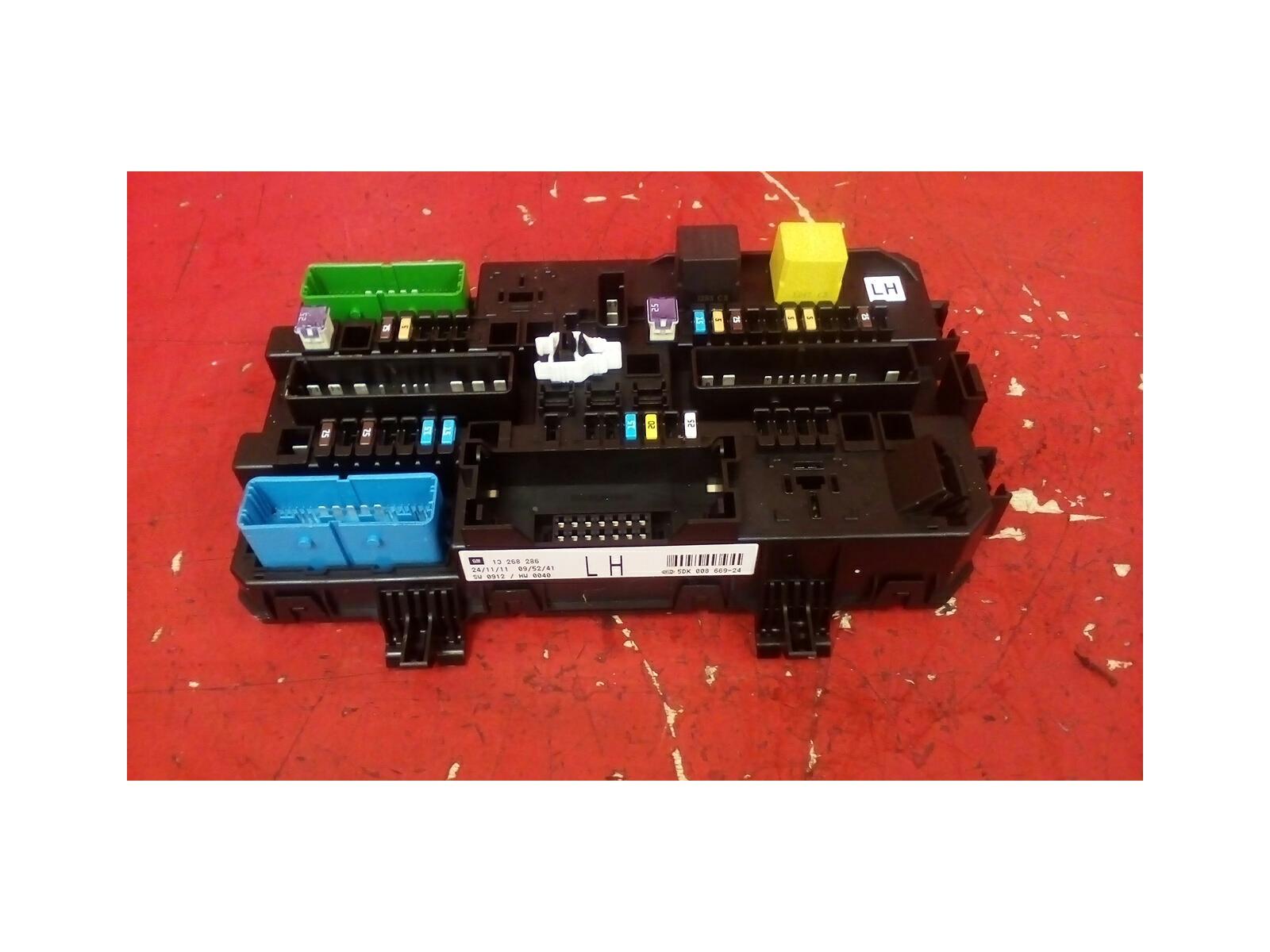 hight resolution of vauxhall astra mk5 h zafira b rear electric control rec fuse box lh 04 10