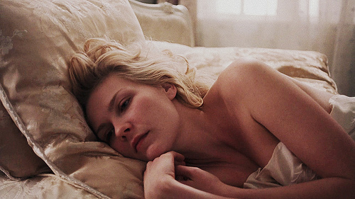 https://i0.wp.com/s3.favim.com/orig/43/actress-beauty-bed-blonde-kirsten-dunst-Favim.com-366466.jpg
