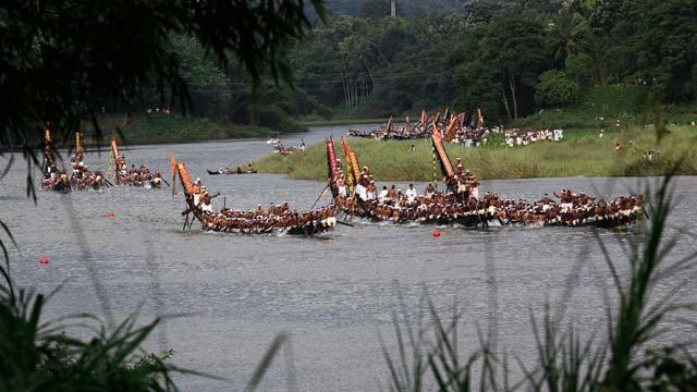 Kerala boat race Boatmans song turns battle cry  News Travel News Indiacom