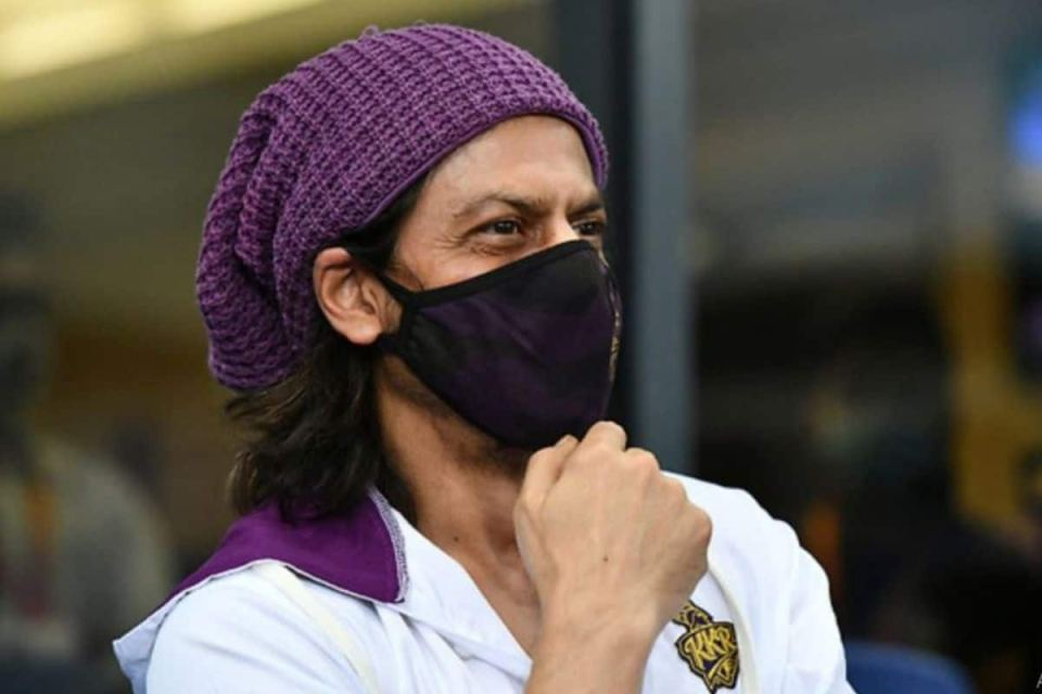 KKR VS RC IPL 2020: Shah Rukh Khan Along With Aryan Khan Spotted at Dubai Stands And Twitterati Can't Keep Calm   India.com