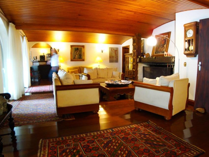 sala-pousada-villa-capivary-campos-do-jordao-04