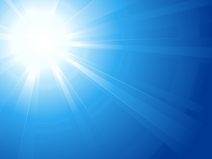 Fotomural Cielo azul con deslumbrante sol luz explosin