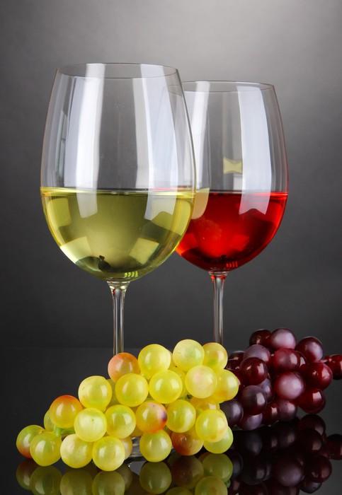 Carta da Parati Vino rosso e bianco in bicchieri su sfondo