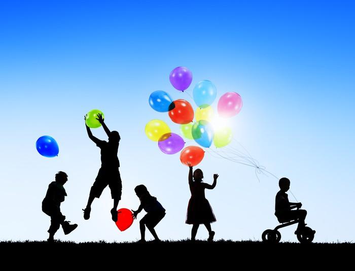 Fotobehang Silhouetten van Vrolijk spelende kinderen