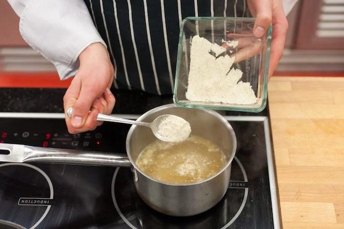 Белый борщ с картофельным пюре