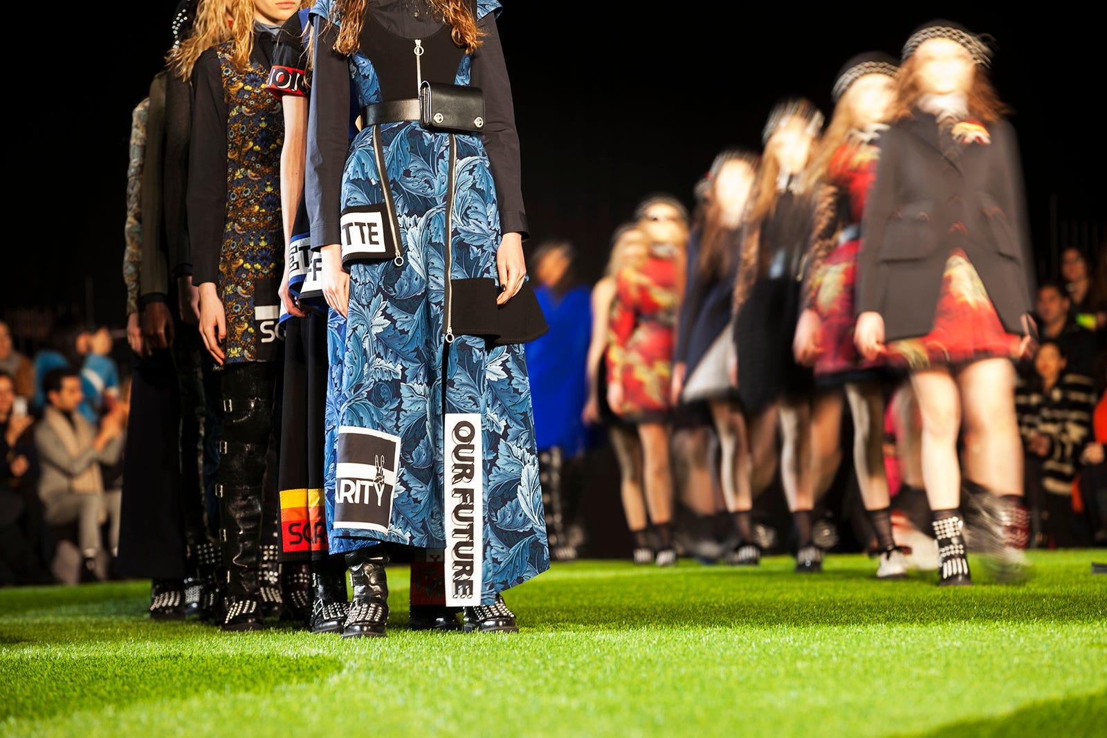 nyfw 2015 models catwalk runway unique shoes