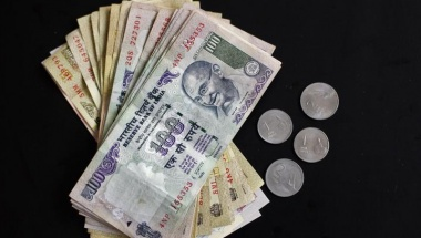 Indian currency of different denominations are seen in this picture illustration taken in Mumbai April 30, 2012. REUTERS/Vivek Prakash/Files