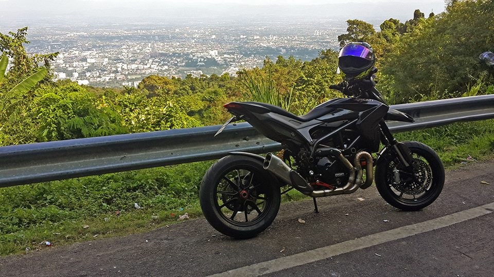Ve dep hon hut Ducati Hypermotard by full carbon crab in Thailand