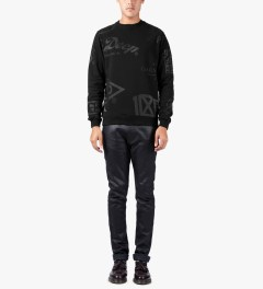 10.Deep Black Full Clip Crewneck Sweater Model Picutre