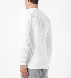 HNDSM White The Messengers L/S T-Shirt Model Picture