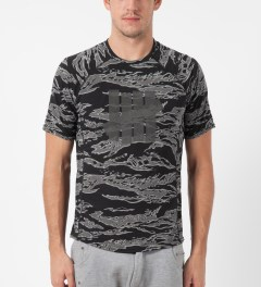 Undefeated Black Camo Technical II S/S T-Shirt Model Picture