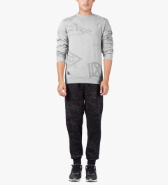 10.Deep Heather Grey Full Clip Crewneck Sweater Model Picutre