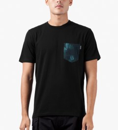Carhartt WORK IN PROGRESS Black/Night Print S/S Olson Pocket T-Shirt Model Picutre