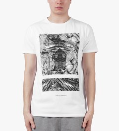 Tourne de Transmission White Shatter Split Box Print T-Shirt Model Picture