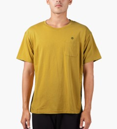 JohnUNDERCOVER Mustard Side Stitch S/S Pocket T-Shirt Model Picture