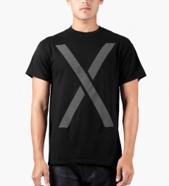 10.Deep Black Larger Living T-Shirt Model Picutre
